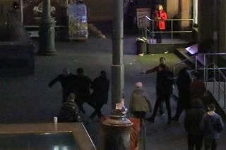 В центре Киева произошла драка между охранниками магазина и пьяными парнями