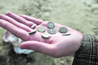 В Киеве на Подоле откопали самый настоящий клад