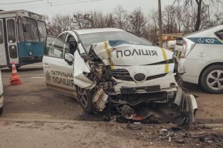 ДТП с полицейским авто в Киеве: тяжело пострадала девушка-коп