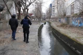 Из реки возле железнодорожного вокзала в Киеве выловили труп бывшего зэка (18+)