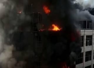 В одном из торговых центров Баку бушевал гигантский пожар