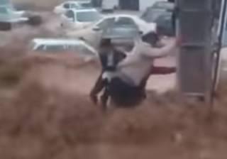В одном из иранских городов произошло смертельное наводнение: жуткий поток буквально сметал людей с улиц