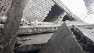 В Киеве на стройке бетонные плиты рухнули на людей. Есть жертвы