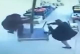 Улетел на зонте: в Турции мужчина чудом избежал курьезной гибели