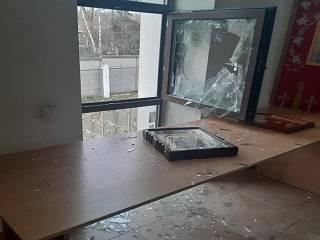 В Буче неизвестные проникли в храм УПЦ, разбив окно, и украли пожертвования