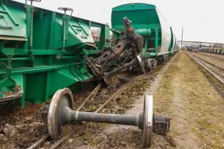 Серьезное ЧП на Выдубичах в Киеве: с рельсов сошли восемь вагонов поезда