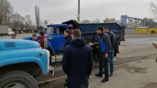 В Киеве водитель грузовика избил оппонента молотком из-за парковки