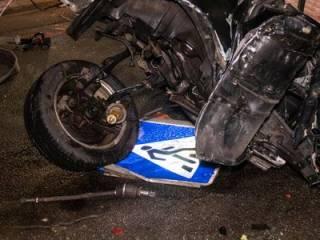 В Киеве легковушка превратилась в груду металлолома от удара в столб, ‒ есть жертвы