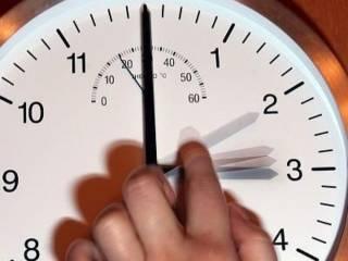 В день украинских выборов не забудьте перевести часы