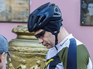 «Велогонщик» Кличко проголосовал одним из первых на своем участке