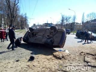 В Одессе мощным взрывом перевернуло автомобиль: появилось видео