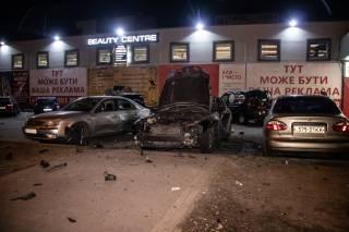 Ночью на окраине Киева при странных обстоятельствах взорвался автомобиль – мужчине оторвало руку