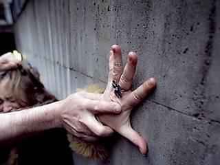 В Киеве курьер и безработный изнасиловали девушку, которая находилась без сознания