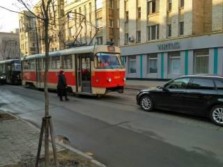 Странное ДТП остановило все трамваи на Подоле