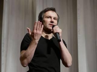 Вакарчук раскритиковал Зеленского и Порошенко за «шоу» с дебатами