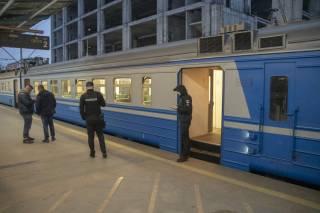 В Киеве людей «прокатили» на электричке с трупом (18+)