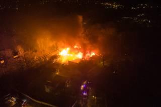 Ночью в Киеве вспыхнул масштабный пожар – горели дома и деревья