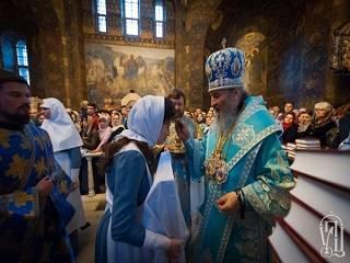 В Киеве за год сёстры милосердия Марфо-Мариинской обители УПЦ раздали 37 тысяч крестиков