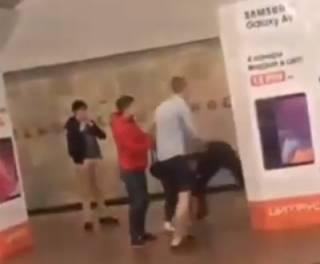 Малолетки устроили драку в столичном метро