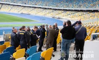 Похоже, единственные на данный момент, кто готов к дебатам на стадионе, это полицейские