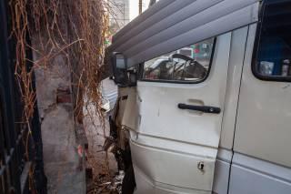 В Днепре произошло кровавое ДТП с маршруткой: машину выбросило на тротуар