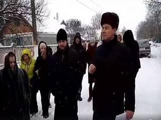 В Винницкой области власти выгоняют из дома священника УПЦ с беременной женой и маленькими детьми