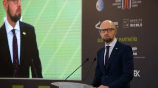 Яценюк: Кремль могут отрезвить только жесткие финансовые и персональные санкции против высшего руководства РФ