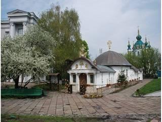 В Киеве православные отметили десятилетие открытия Десятинного монастыря