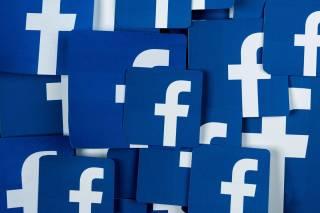 Акционеры Facebook взбунтовались против Цукерберга