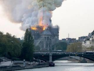 В Париже горит знаменитый собор Нотр-Дам де Пари: прямая трансляция