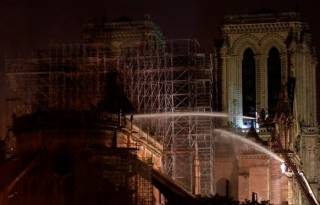 Пожар в Нотр-Дам де Пари потушили – собор почти полностью сгорел