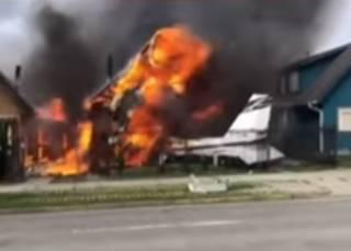 В Чили самолет рухнул на жилые дома – погибли люди