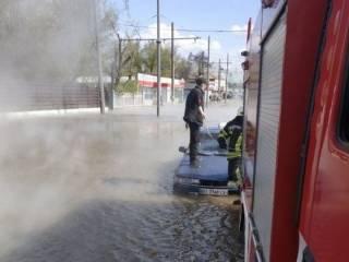 В Харькове людям пришлось спасаться от кипящего «озера»