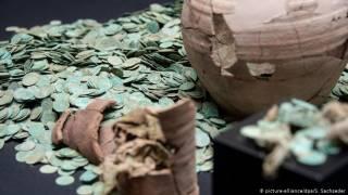 Немецкие кладоискатели нашли большой клад монет 700-летней давности