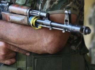 «Под дулами автоматов». К избирательным комиссиям Мариуполя стянули военных и бронетехнику