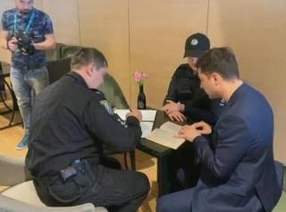 Зеленский попал под «мгновенную карму» за нарушение закона на избирательном участке