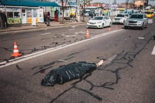 Смертельное ДТП в Киеве: внедорожник сбил мужчину (18+)