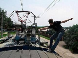 На Харьковщине подросток получил удар током на крыше поезда. И остался жив