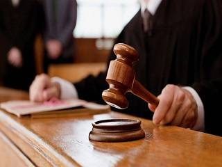 Судьи, запретившие менять название УПЦ, требуют импичмента Порошенко из-за давления на суд