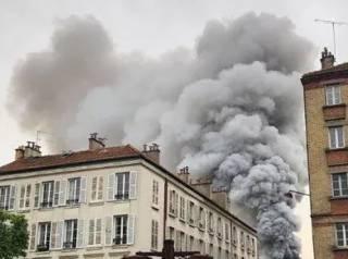 В Париже вспыхнул мощный пожар на территории Версаля
