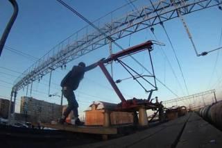 На Житомирщине подросток зачем-то полез на крышу электрички. За что и получил мощнейший удар током