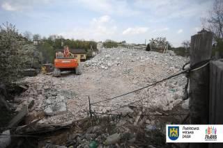Во Львове впервые в истории Украины снесли незаконную многоэтажку