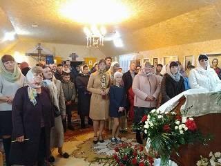 На Волыни священник вместе с верующими УПЦ собственноручно построили храм
