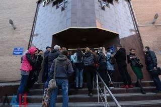 Ради российского паспорта жители Донецка готовы вставать «с петухами»
