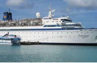 Несколько сотен саентологов оказались заблокированы на корабле в Карибском море из-за вспышки кори