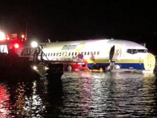 Вылетевший из Гуантанамо Boeing упал в реку после посадки во Флориде