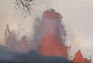На Гавайях мужчина упал в кратер действующего вулкана и умудрился выжить