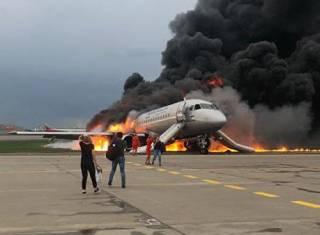 Украинец успел выскочить из пылающего самолета Sukhoi SuperJet-100, ‒ МИД