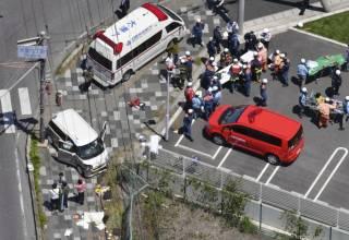 В Японии автомобиль протаранил колонну дошкольников