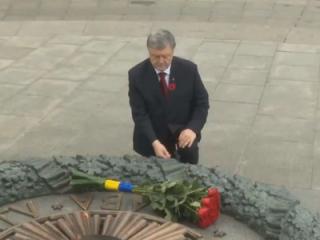 Порошенко возложил цветы к могиле Неизвестного солдата